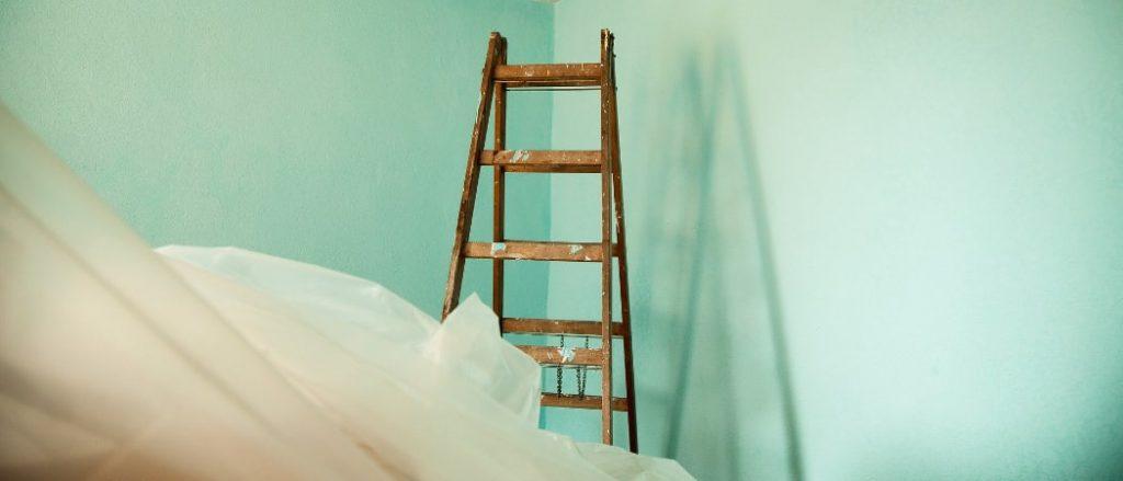 Renovieren Malern beim Umzug