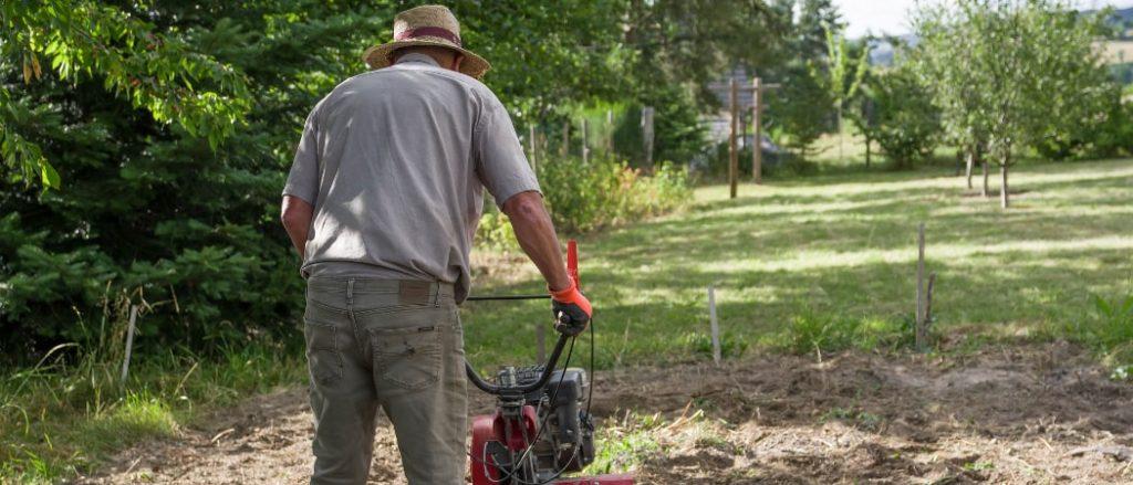 Körperliche Arbeit als Gärtner